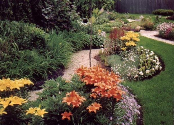 газон и цветы
