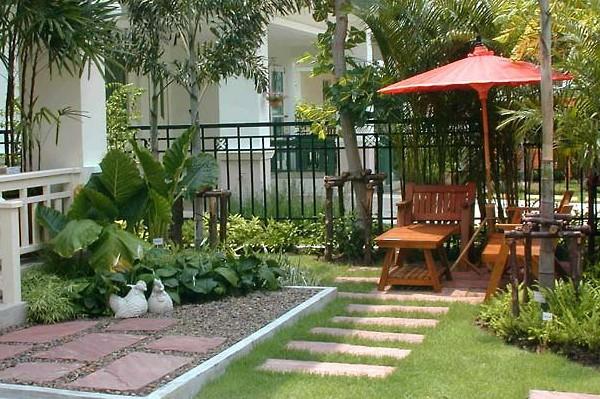 газон и забор